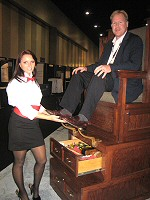 provides shoe shine services including nationwide convention services